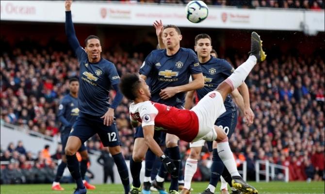 Manchester United reta a un Arsenal en crisis